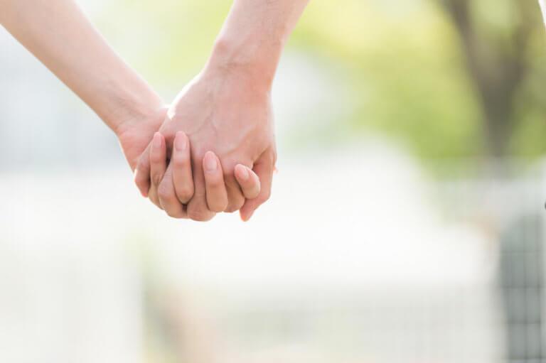 恋愛や結婚の相性をイメージする男女の画像